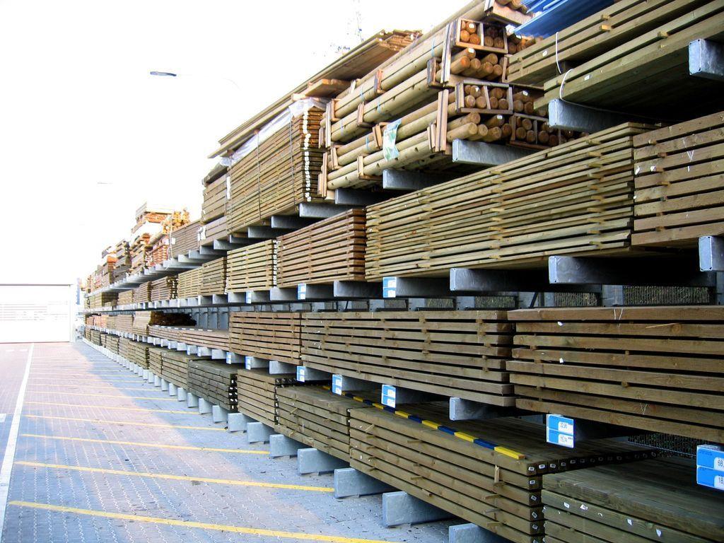 Grenreoler og reoler til byggemarkeder