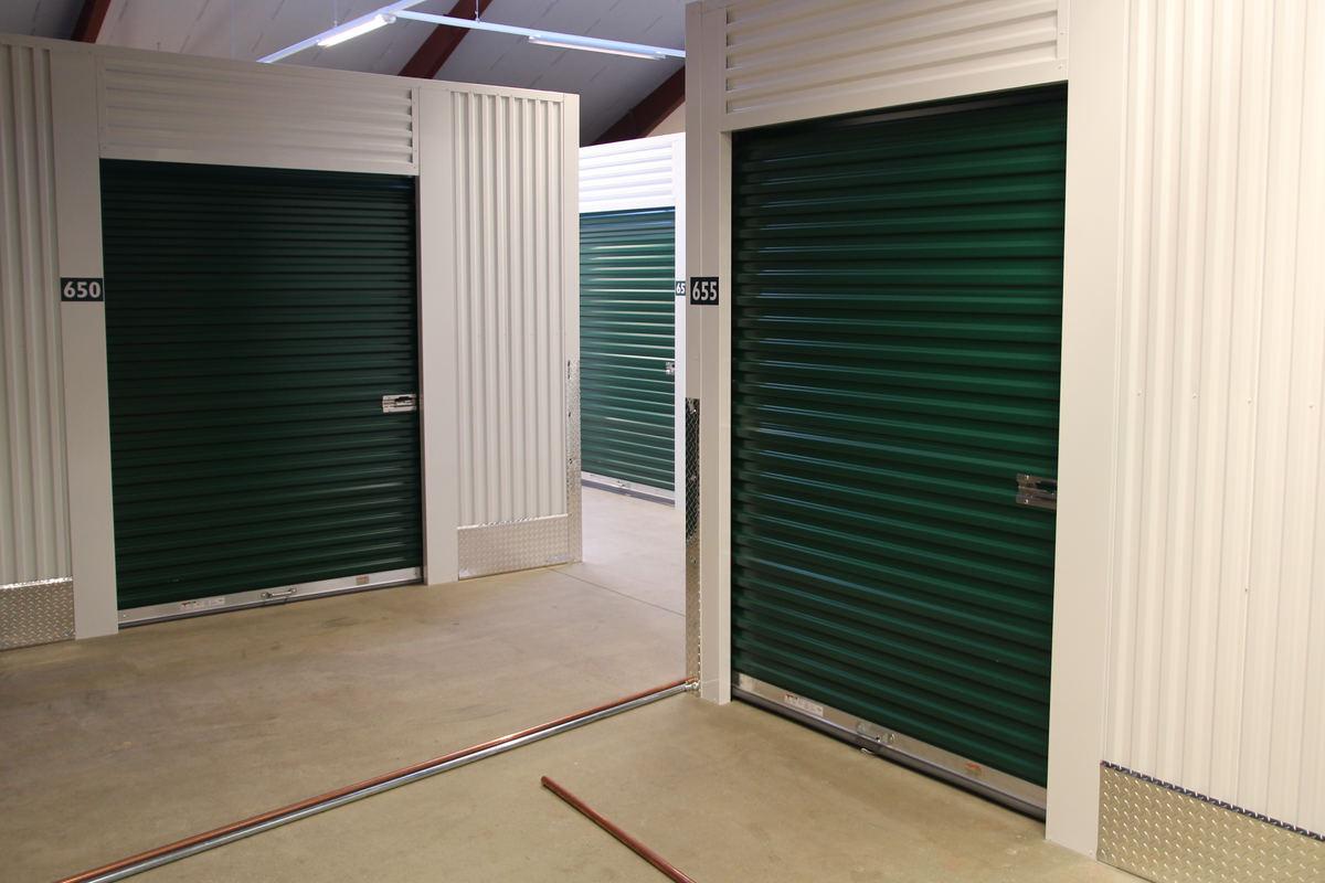 Indretning af tomme lagerhaller til lagerhotel med udlejning af depotrum